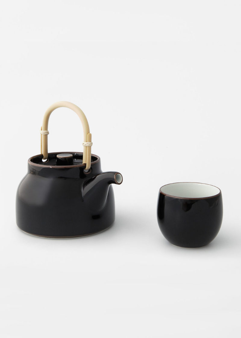 Hakusanporcelain-Basic-Teapot-and-cup