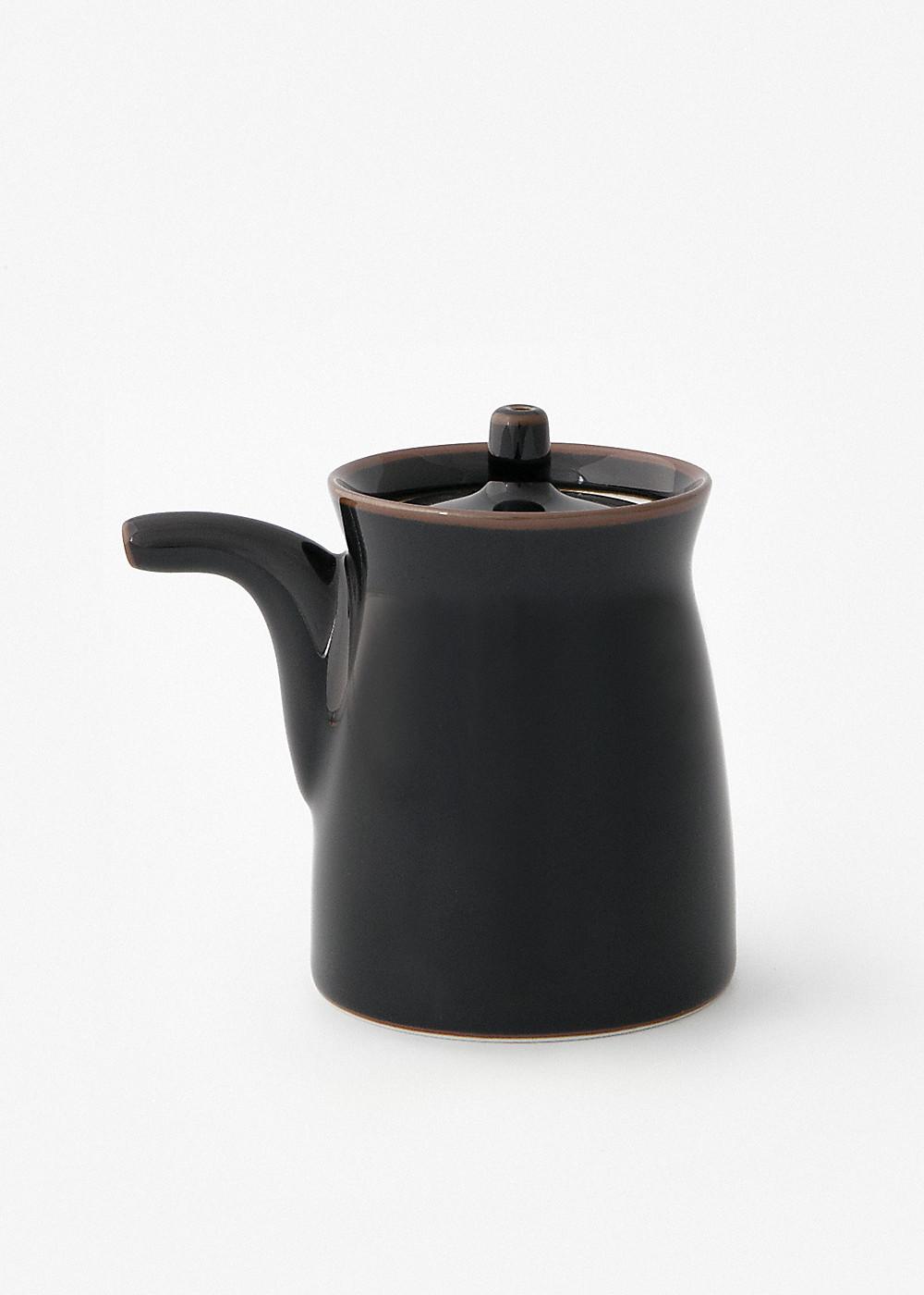 Hakusanporcelain-Gtype-Soy-Sauce-dispenser-Black1