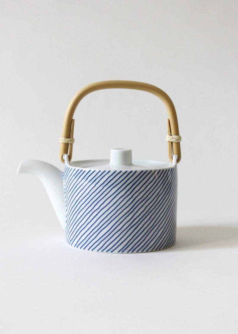 Hakusanporcelain-Kasanejima-Teapot1