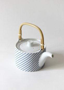 Hakusanporcelain-Kasanejima-Teapot2