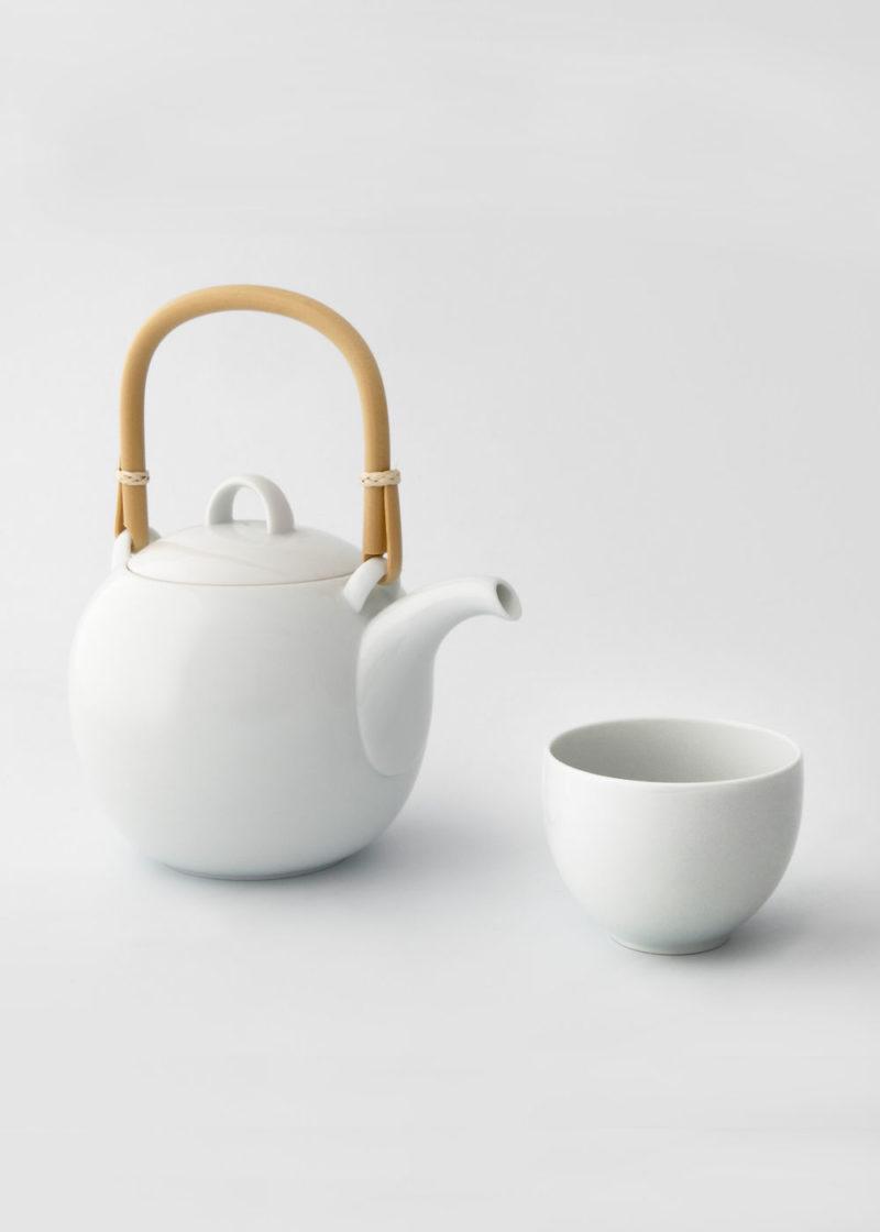 Hakusanporcelain-Mayu-Teapot-and-cup