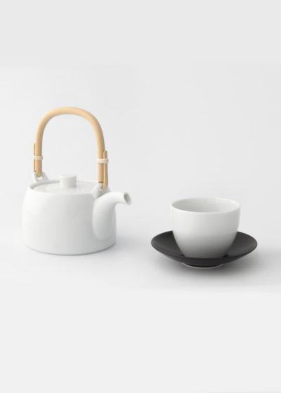 Hakusanporcelain-Tea-Dobin-Teapot-and -cup