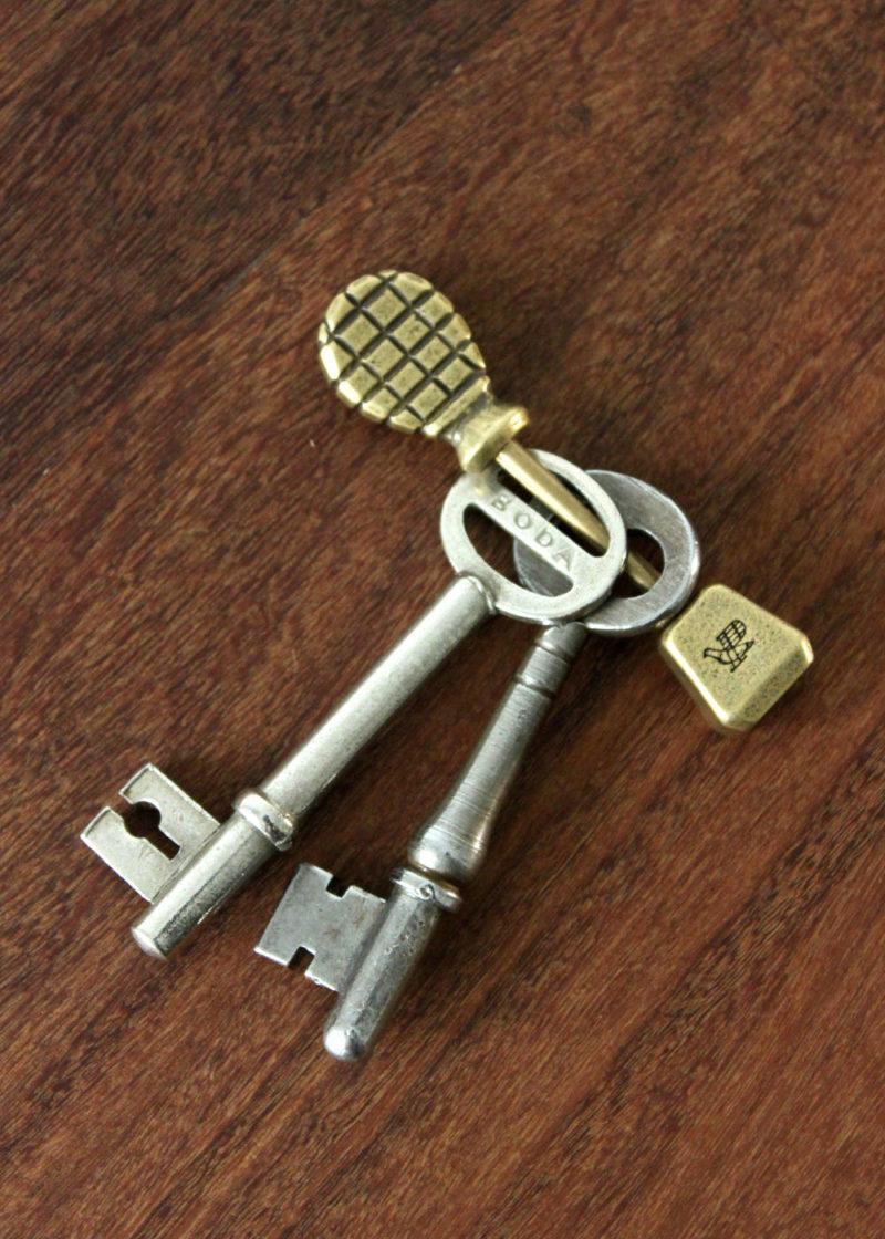 Postalco-PinchTotemKeyHolder-Brass3