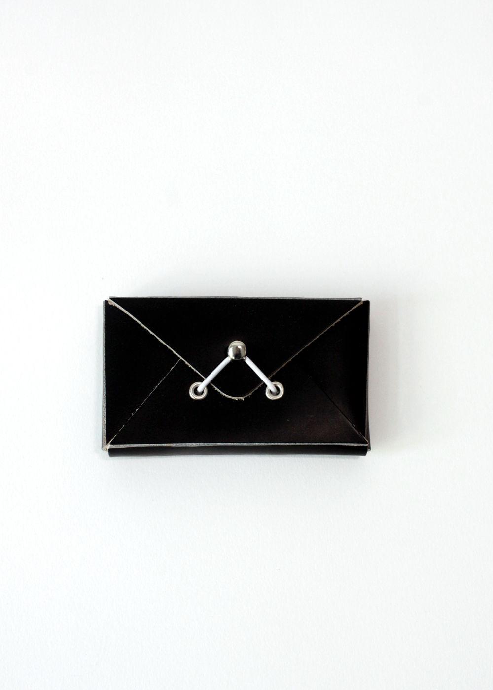 HenderSchemer-Assemble-card-case-black1