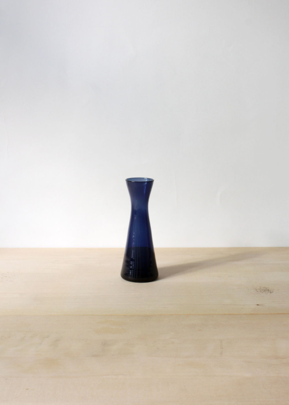 Kaj-Franck-glass-vase-small-blue-01