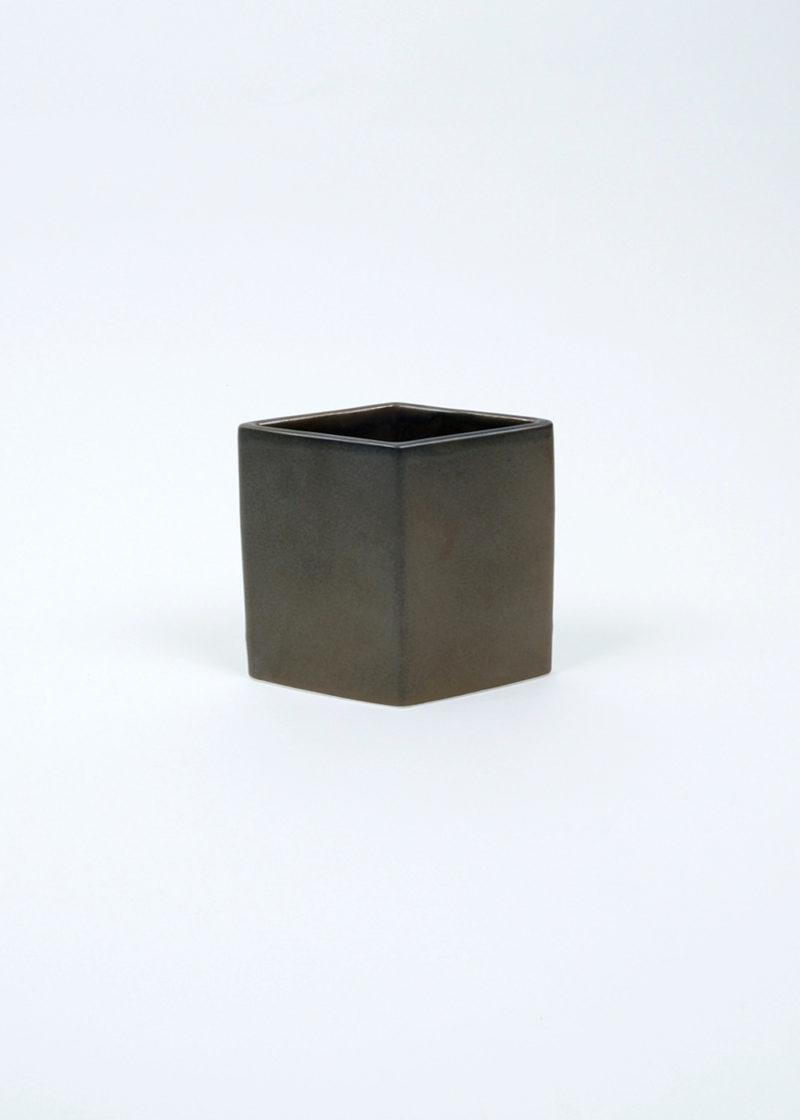 arabia-unknown-rhombusvase-01
